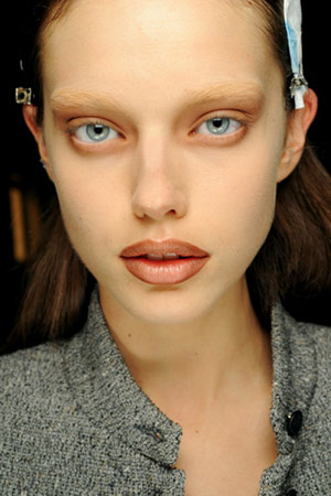 bleached-eyebrows-givenchy