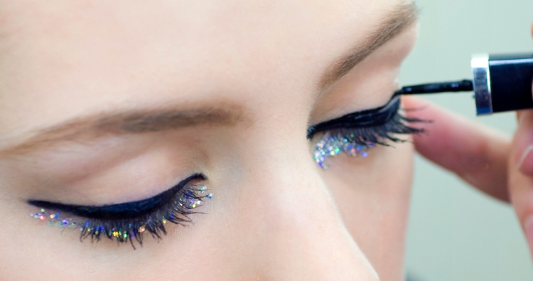 CHANEL-Spring-Summer-2014-Haute-Couture-makeup_backstage-application-closer-and-closer