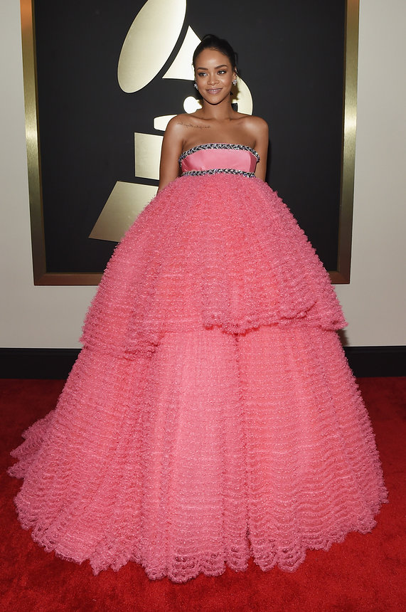 rihanna-grammy-2015-red-carpet
